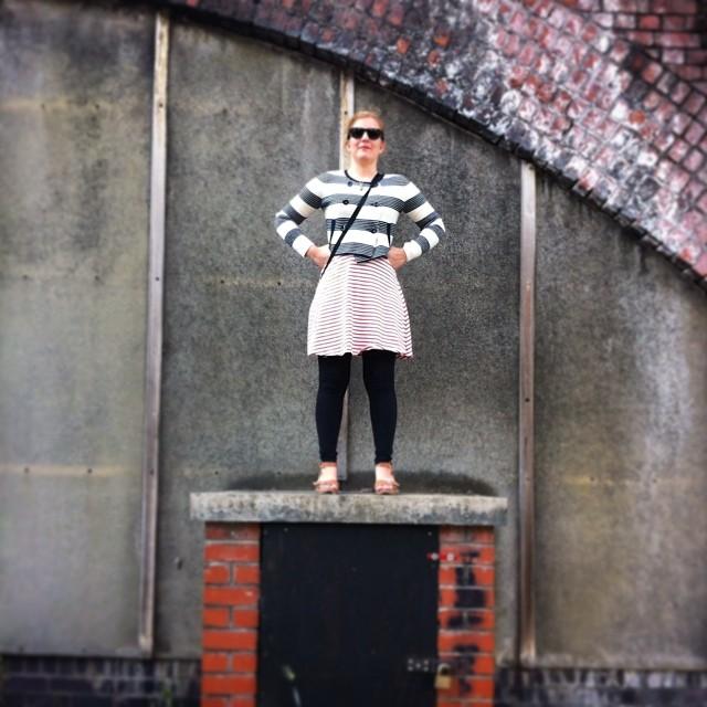 På en bakgata i Manchester kan man hitta de mest oväntade skulpturer. Visste inte att sambon gjorde så stort intryck sist hon var här.