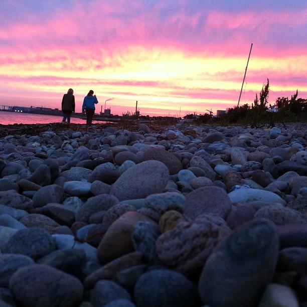 En av de bästa sakerna med sommar - ljusa kvällspromenader vid Öresund.