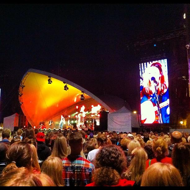 Melissa Horn är professionell och känslosam på samma gång. På Malmöfestivalen.